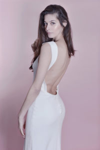 Robe blanche dos nu soutien-gorge dos nu Back to Glam